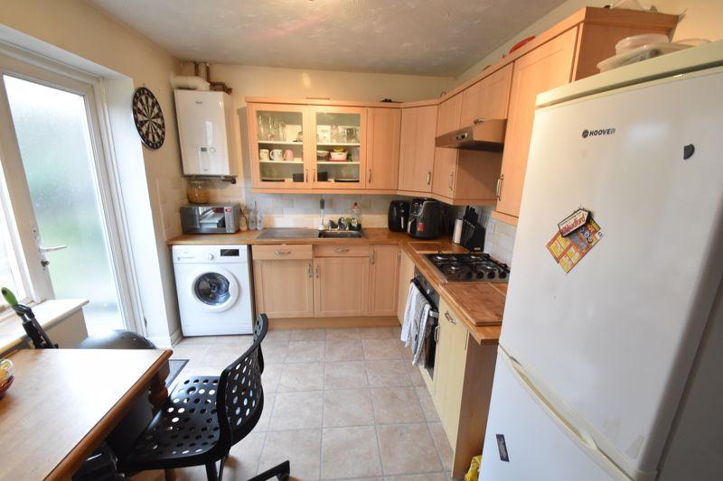 2 bedroom End Terrace to buy in Heron Drive, Luton - Photo 4