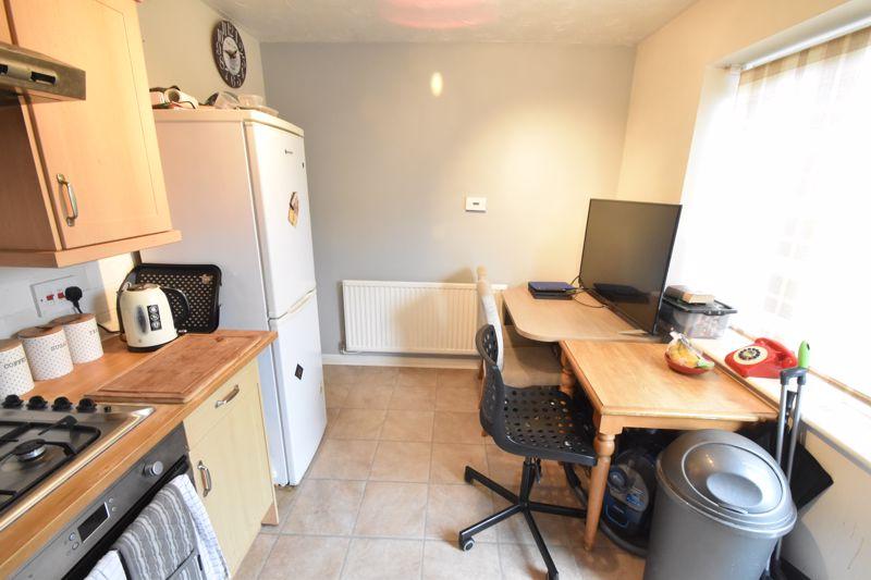 2 bedroom End Terrace to buy in Heron Drive, Luton - Photo 6