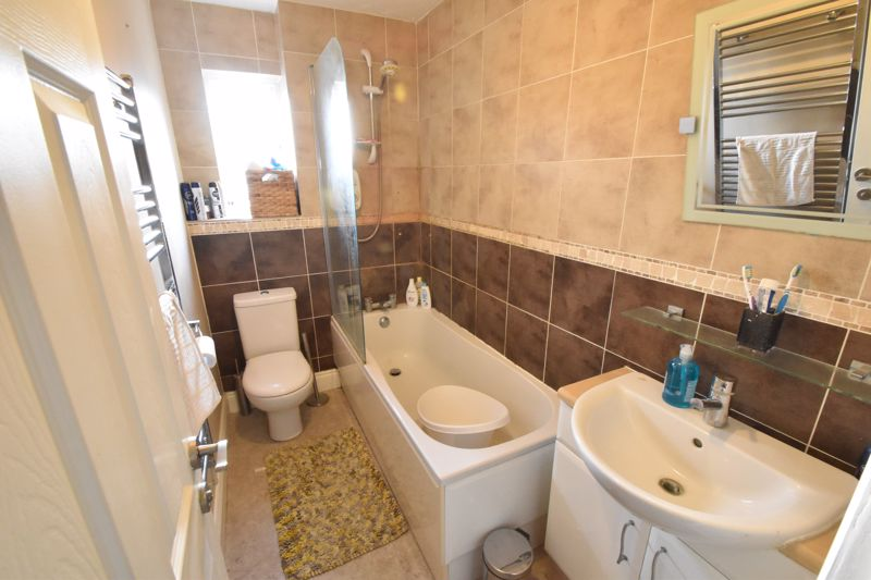 2 bedroom End Terrace to buy in Heron Drive, Luton - Photo 13