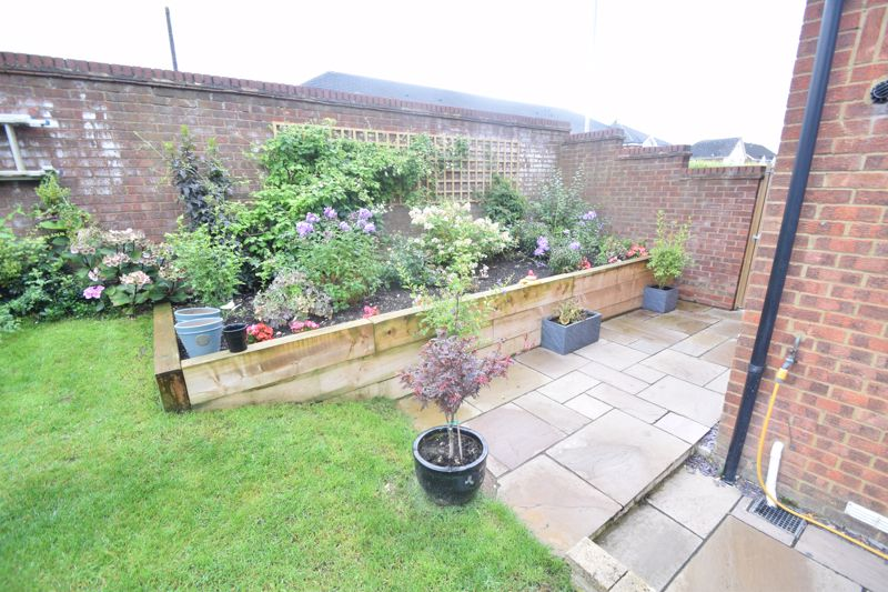 2 bedroom End Terrace to buy in Heron Drive, Luton - Photo 16