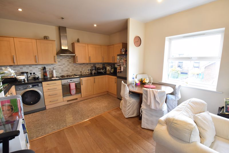 2 bedroom Flat to rent in Holly Street, Luton - Photo 7