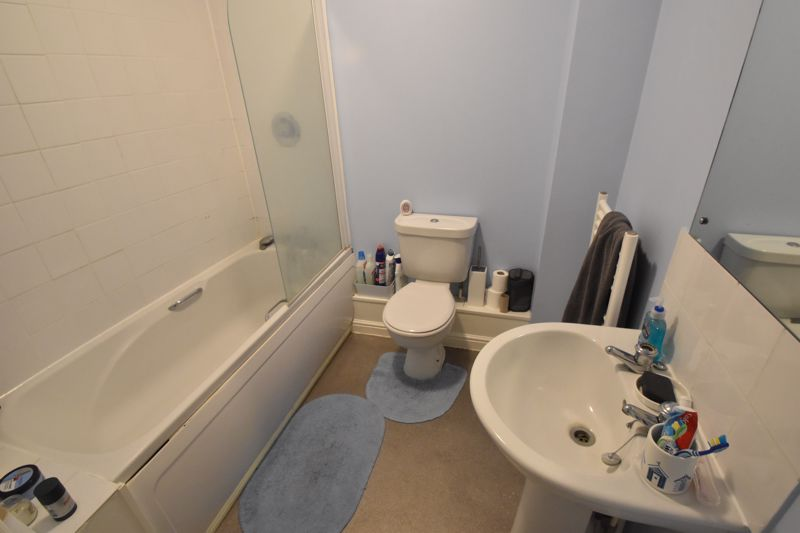 2 bedroom Flat to buy in Watling Gardens, Dunstable - Photo 2