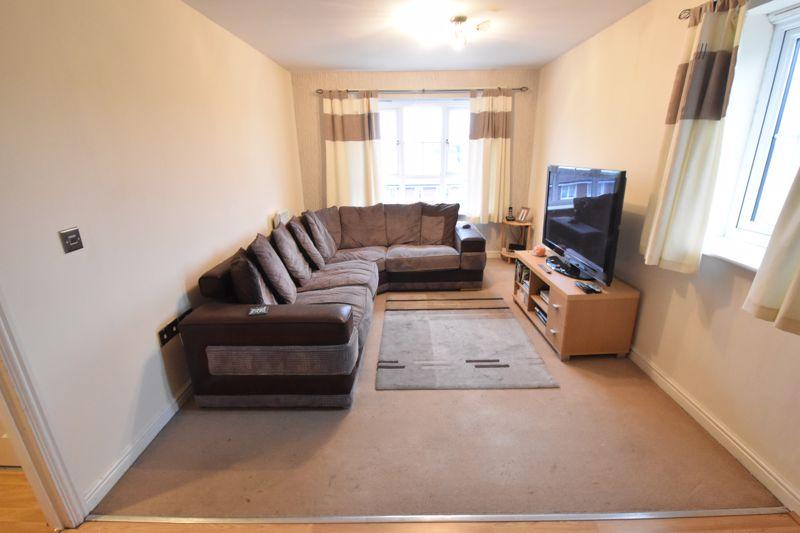 2 bedroom Flat to buy in Watling Gardens, Dunstable - Photo 3