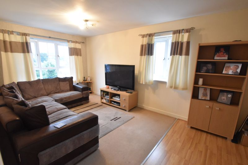 2 bedroom Flat to buy in Watling Gardens, Dunstable - Photo 4