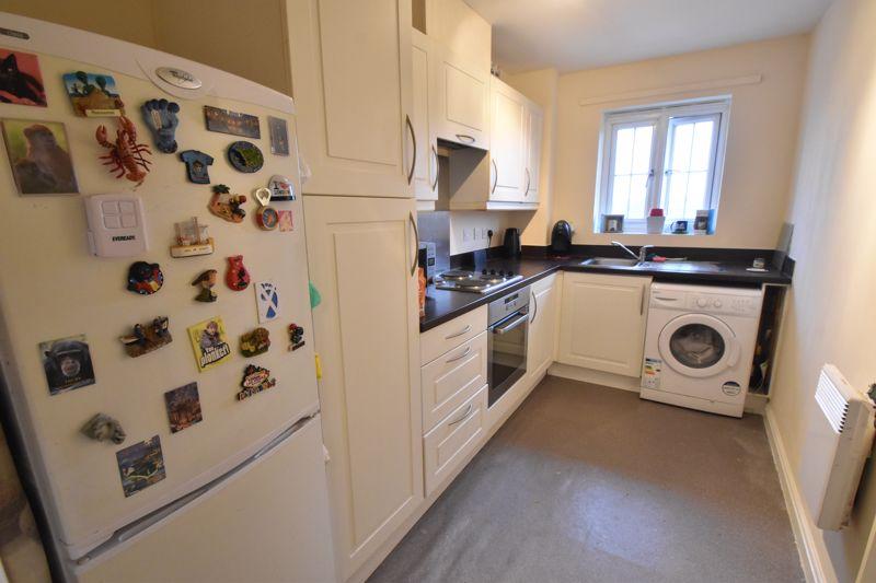 2 bedroom Flat to buy in Watling Gardens, Dunstable - Photo 5
