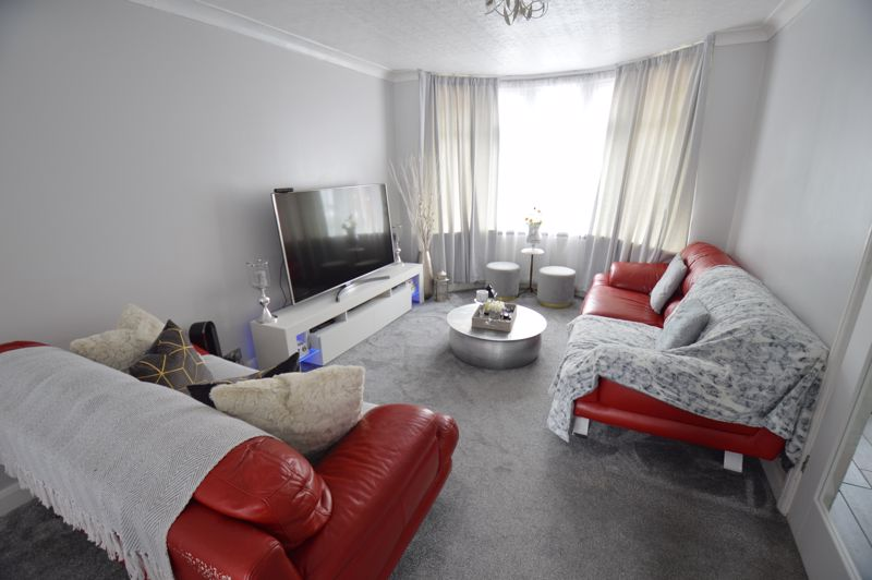 3 bedroom Mid Terrace to buy in Harefield Road, Luton - Photo 10