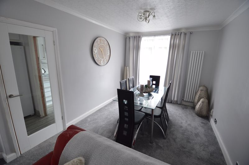 3 bedroom Mid Terrace to buy in Harefield Road, Luton - Photo 11