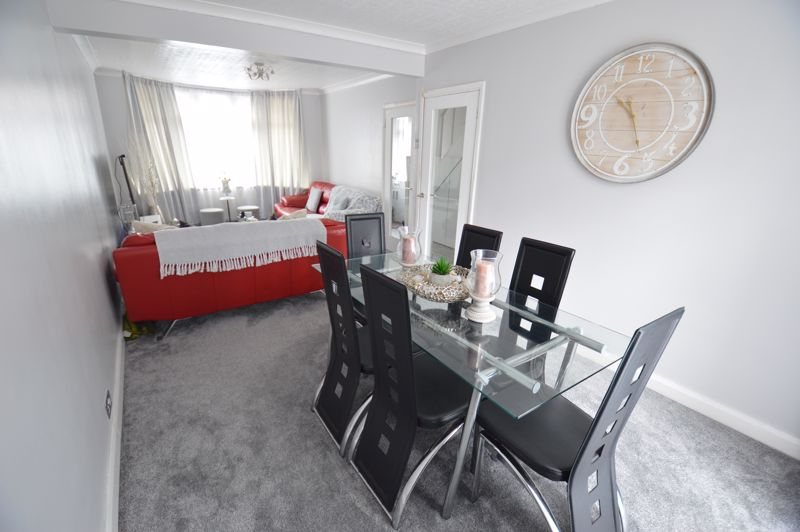 3 bedroom Mid Terrace to buy in Harefield Road, Luton - Photo 12
