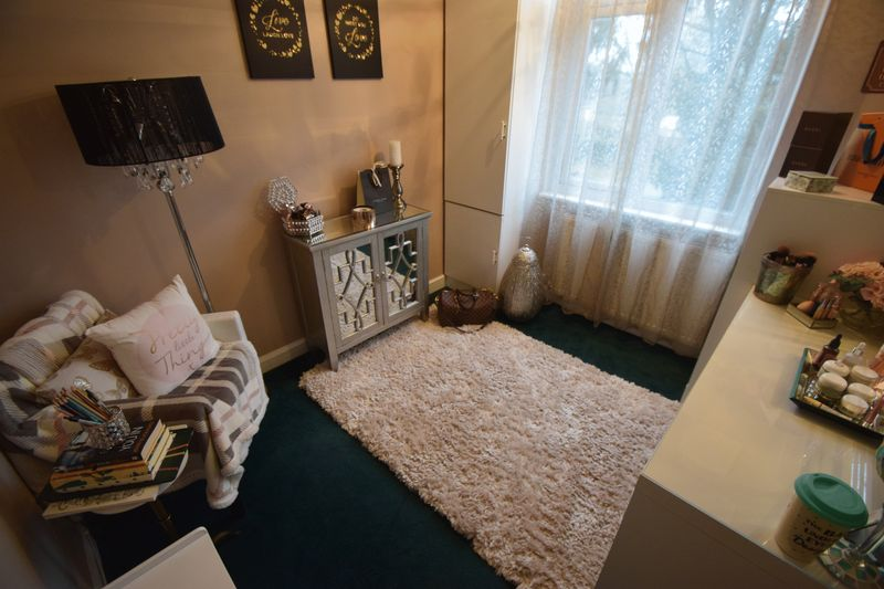 3 bedroom Mid Terrace to buy in Harefield Road, Luton - Photo 7