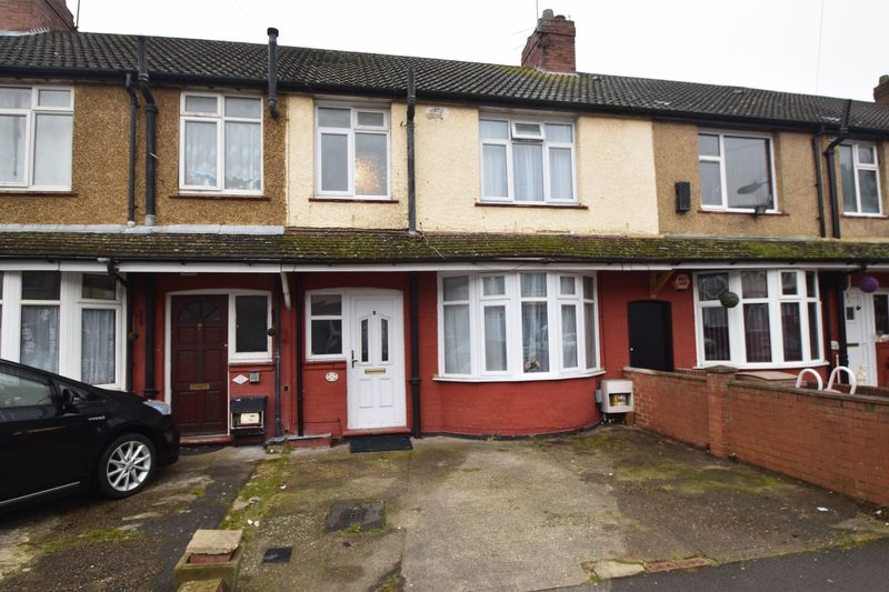 3 bedroom Mid Terrace to buy in Harefield Road, Luton - Photo 1