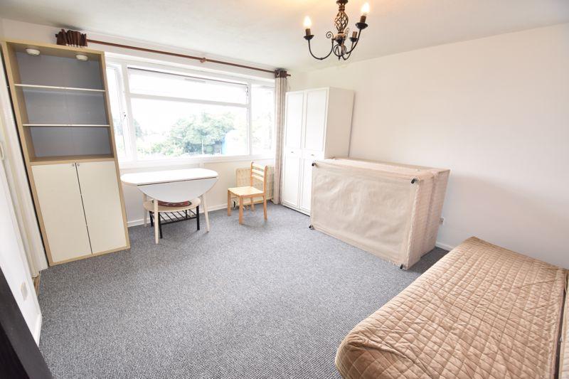 0 bedroom Apartment / Studio to rent in Crescent Road, Luton - Photo 1