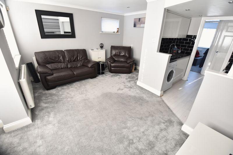 1 bedroom Flat to buy in Mistletoe Hill, Luton - Photo 2