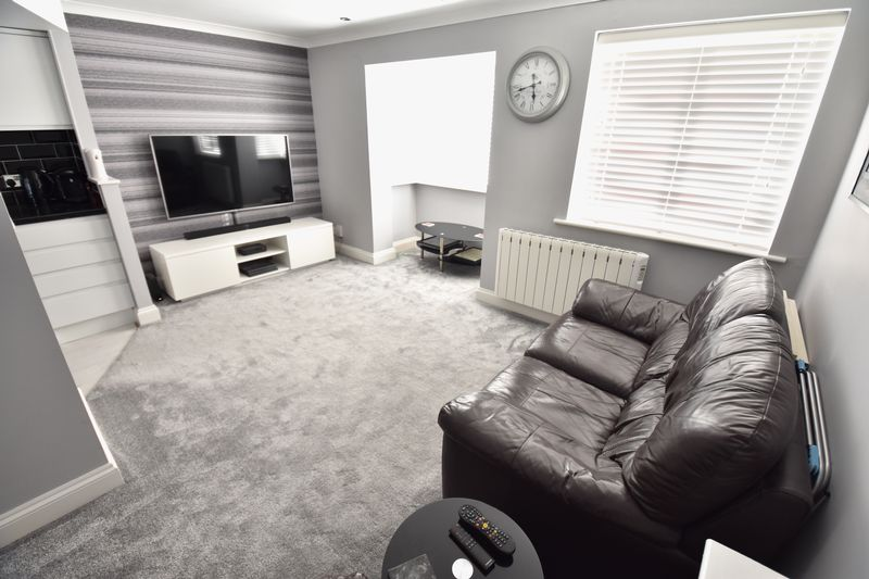 1 bedroom Flat to buy in Mistletoe Hill, Luton - Photo 4