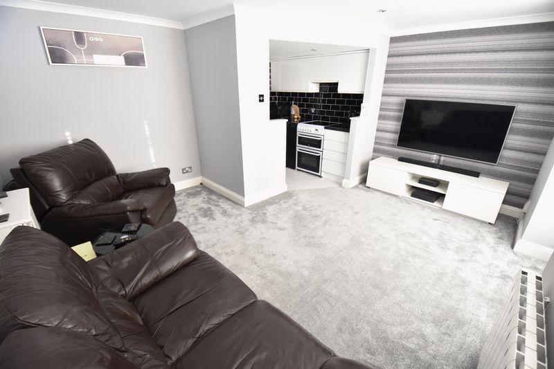 1 bedroom Flat to buy in Mistletoe Hill, Luton - Photo 5