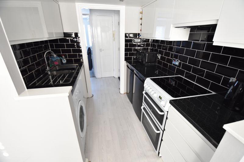 1 bedroom Flat to buy in Mistletoe Hill, Luton - Photo 6