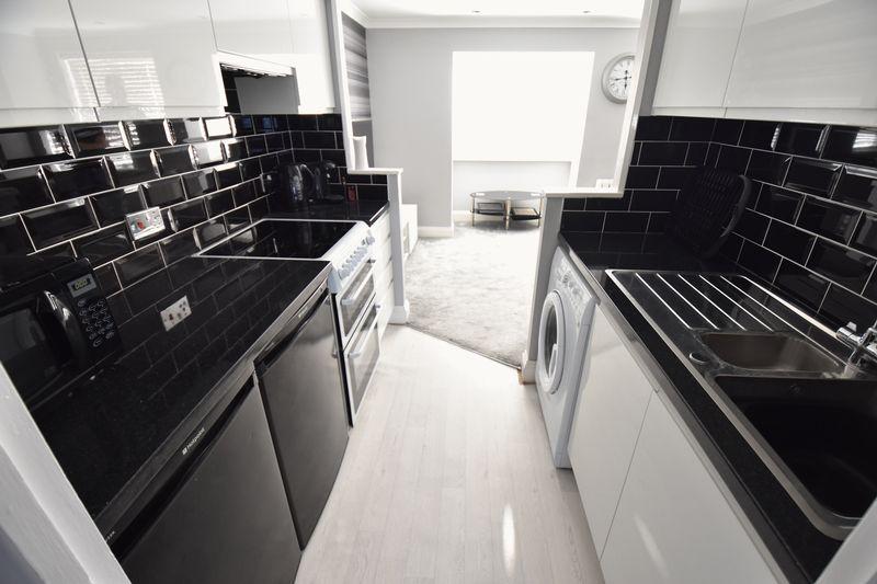 1 bedroom Flat to buy in Mistletoe Hill, Luton - Photo 7