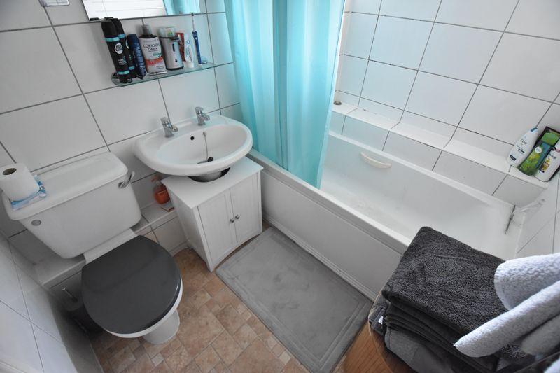 1 bedroom Flat to buy in Mistletoe Hill, Luton - Photo 10