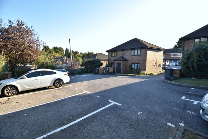 1 bedroom Flat to buy in Mistletoe Hill, Luton - Photo 13