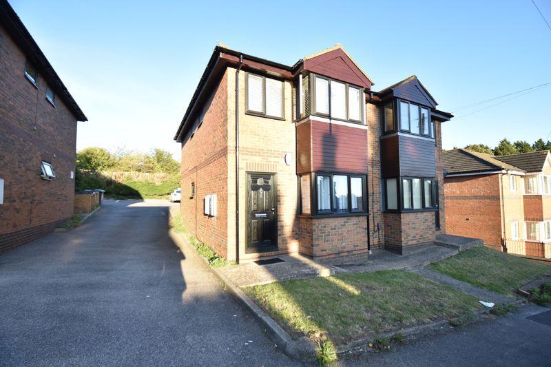 1 bedroom Flat to buy in Mistletoe Hill, Luton - Photo 14