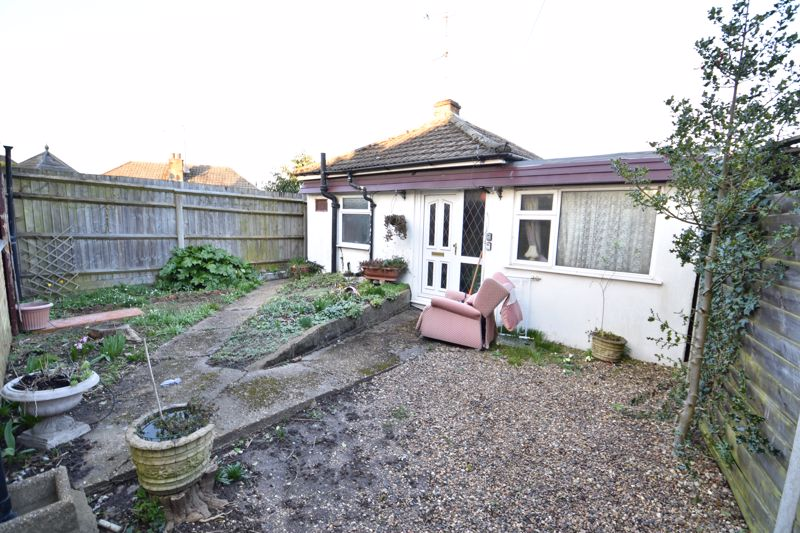 2 bedroom Bungalow to buy in Limbury Road, Luton