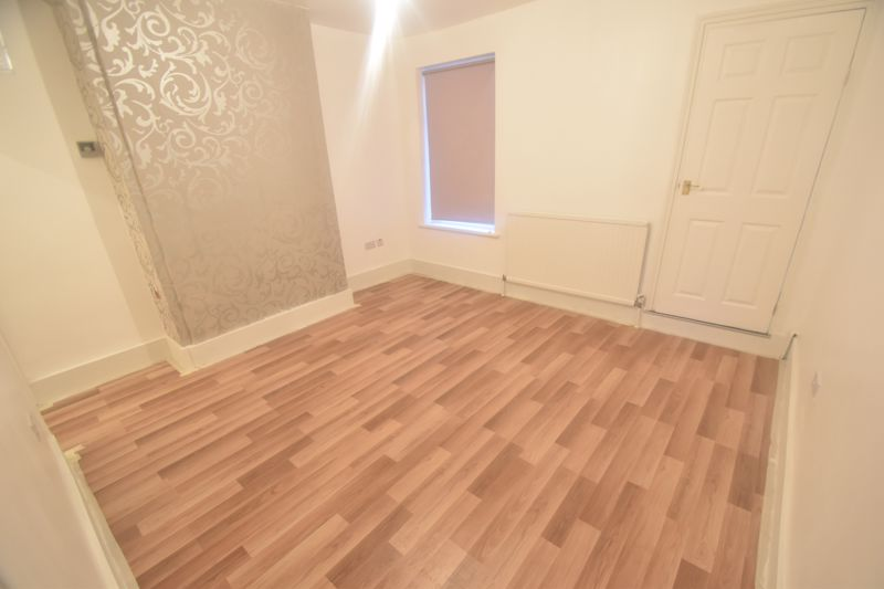 3 bedroom Mid Terrace to rent in Salisbury Road, Luton - Photo 4