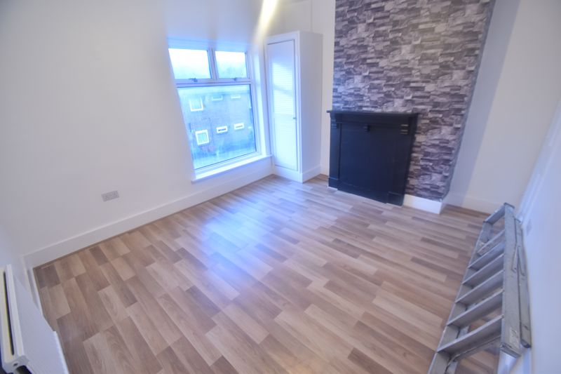 3 bedroom Mid Terrace to rent in Salisbury Road, Luton - Photo 6