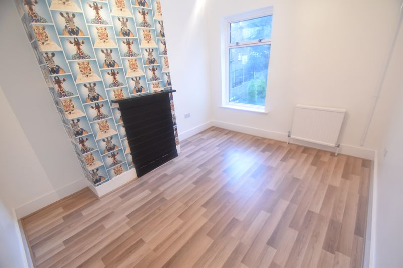 3 bedroom Mid Terrace to rent in Salisbury Road, Luton - Photo 7