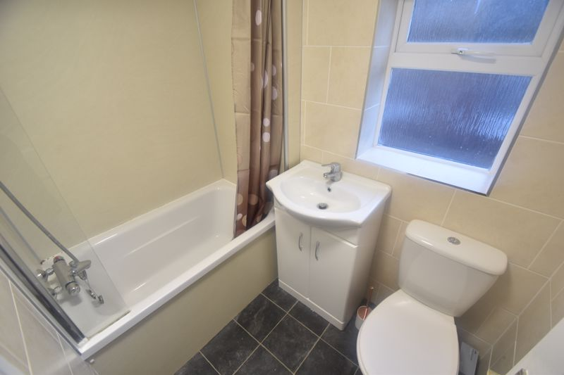 3 bedroom Mid Terrace to rent in Salisbury Road, Luton - Photo 8
