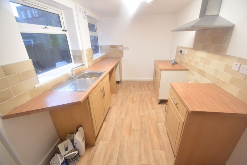 3 bedroom Mid Terrace to rent in Salisbury Road, Luton - Photo 11