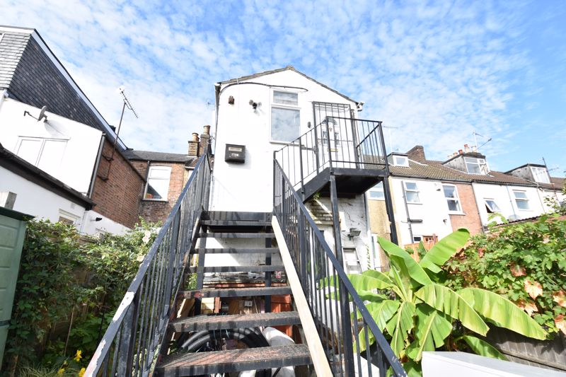 1 bedroom Maisonette to buy in Wellington Street, Luton - Photo 1