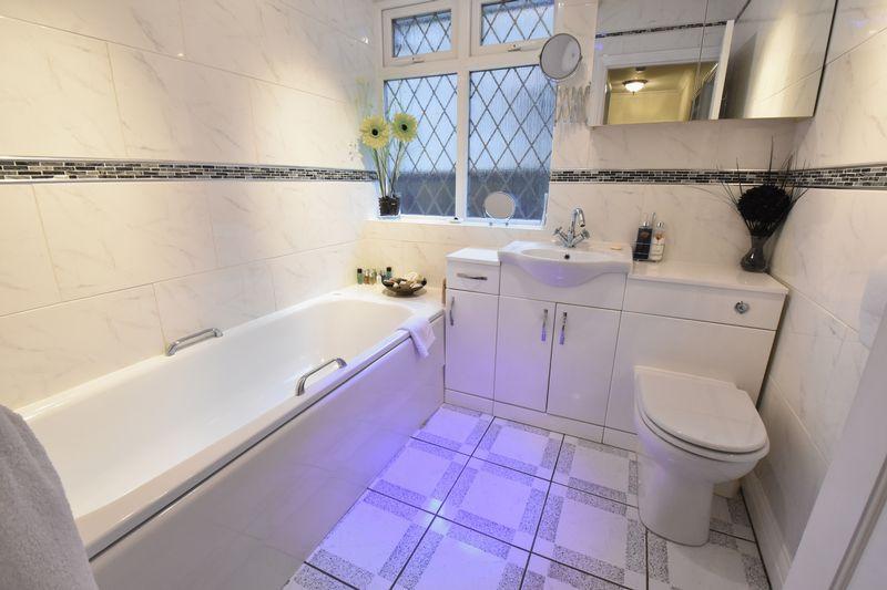 3 bedroom Detached  to buy in Ludlow Avenue, Luton - Photo 4