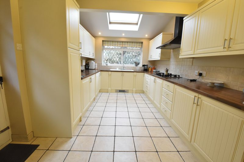 3 bedroom Detached  to buy in Ludlow Avenue, Luton - Photo 8