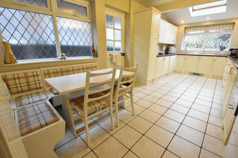 3 bedroom Detached  to buy in Ludlow Avenue, Luton - Photo 9