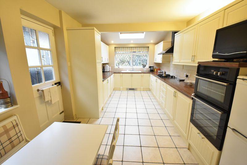 3 bedroom Detached  to buy in Ludlow Avenue, Luton - Photo 10