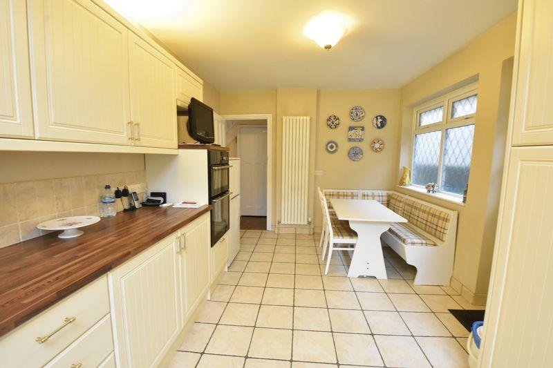 3 bedroom Detached  to buy in Ludlow Avenue, Luton - Photo 11