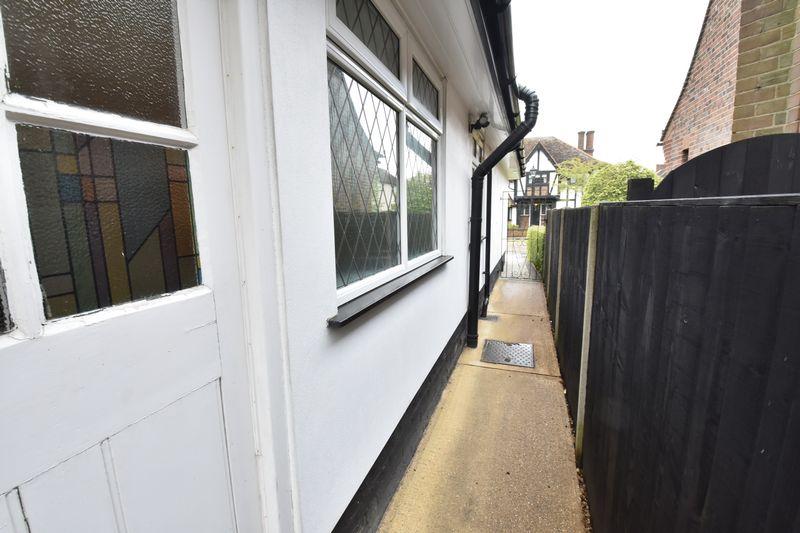 3 bedroom Detached  to buy in Ludlow Avenue, Luton - Photo 18