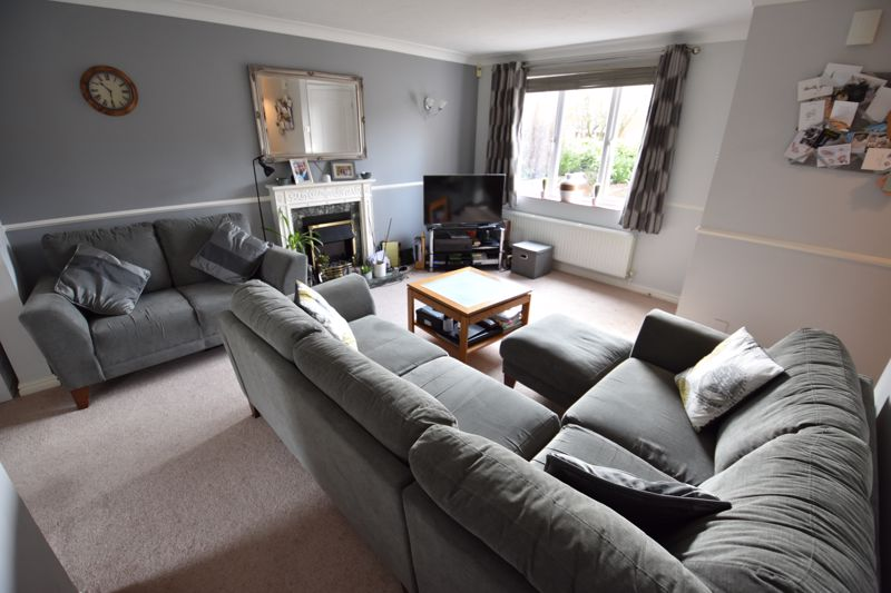 3 bedroom Semi-Detached  to buy in Whitwell Close, Luton - Photo 5
