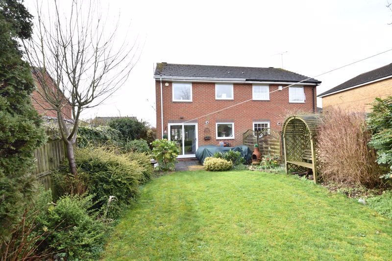 3 bedroom Semi-Detached  to buy in Whitwell Close, Luton - Photo 15