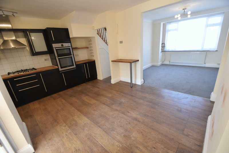 3 bedroom Mid Terrace to rent in Elmore Road, Luton - Photo 16