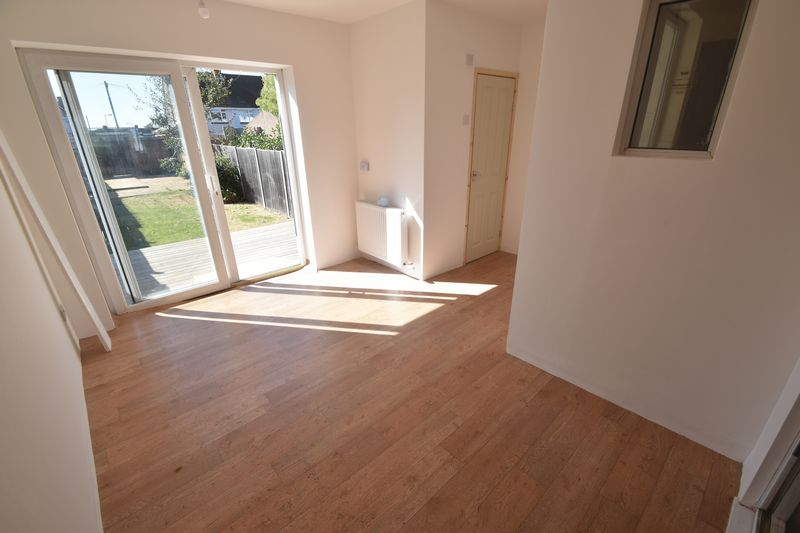 3 bedroom Mid Terrace to rent in Elmore Road, Luton - Photo 17