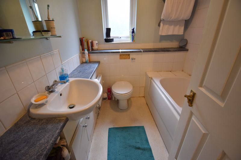 3 bedroom Detached  to buy in Gleneagles Drive, Luton - Photo 7