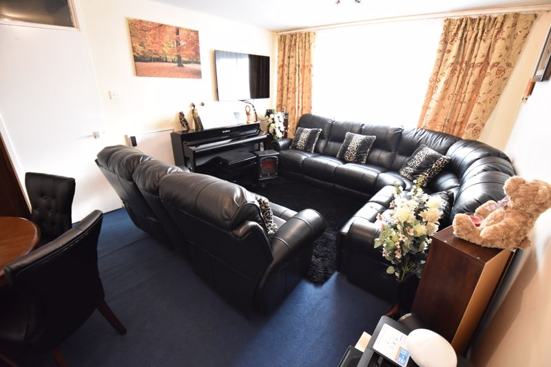 2 bedroom Flat to buy in Havelock Rise, Luton - Photo 2