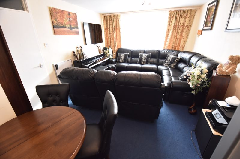 2 bedroom Flat to buy in Havelock Rise, Luton - Photo 3