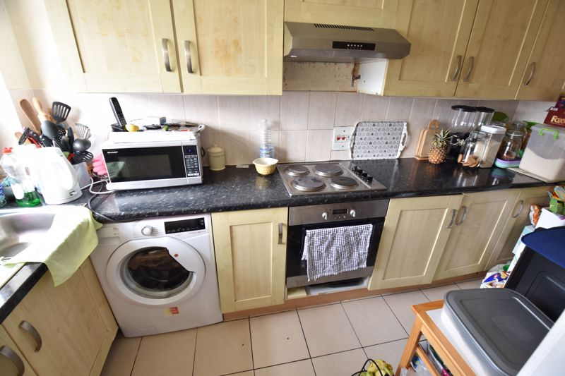 2 bedroom Flat to buy in Havelock Rise, Luton - Photo 4