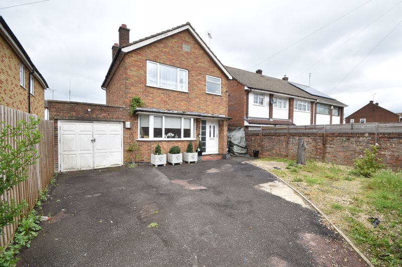 3 bedroom Detached  to buy in High Street, Luton