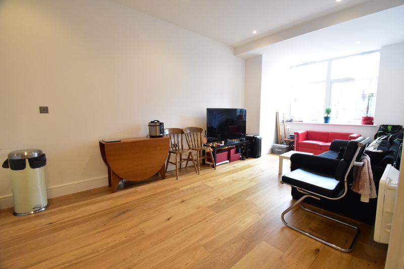 2 bedroom Apartment / Studio to buy in Flowers Way, Luton - Photo 5