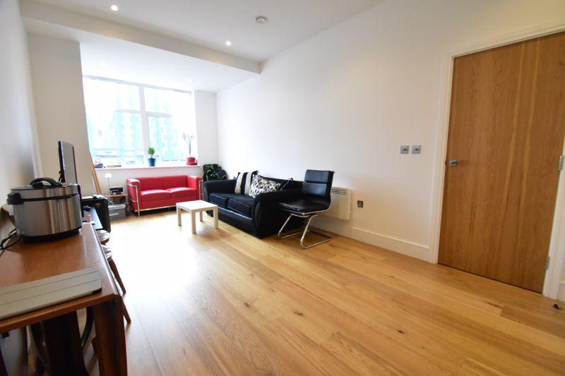 2 bedroom Apartment / Studio to buy in Flowers Way, Luton - Photo 6