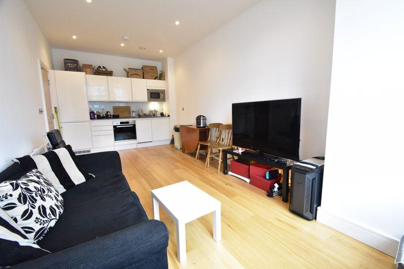 2 bedroom Apartment / Studio to buy in Flowers Way, Luton - Photo 7