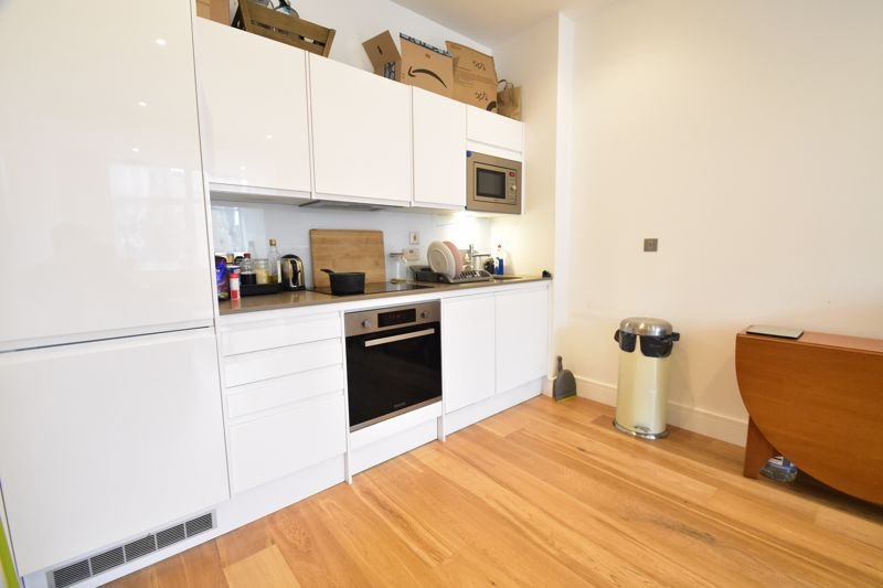2 bedroom Apartment / Studio to buy in Flowers Way, Luton - Photo 8