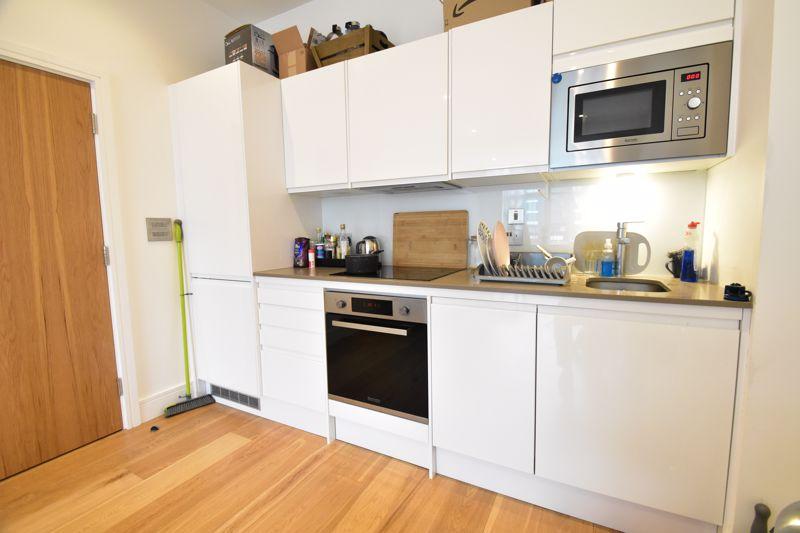 2 bedroom Apartment / Studio to buy in Flowers Way, Luton - Photo 9